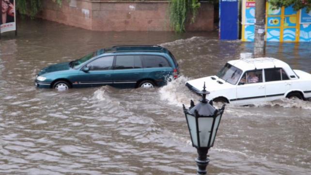 Негода у Бердянську: потоп у центрі міста, без світла кілька мікрорайонів