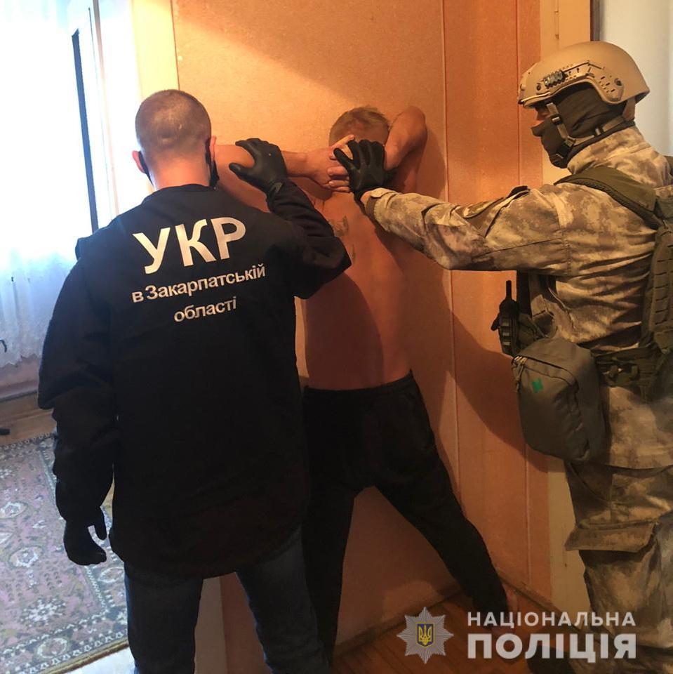 На Закарпатті з ювелірного магазину викрали коштовностей на 2 млн грн