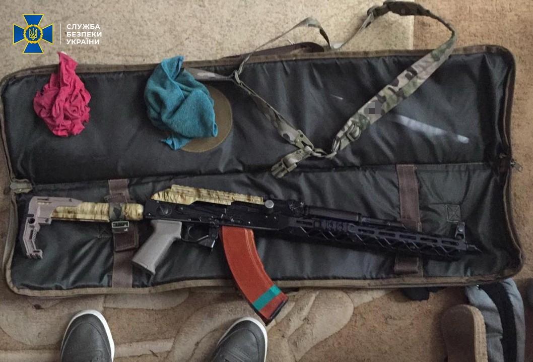 У Києві СБУ затримала організатора групи торговців зброєю