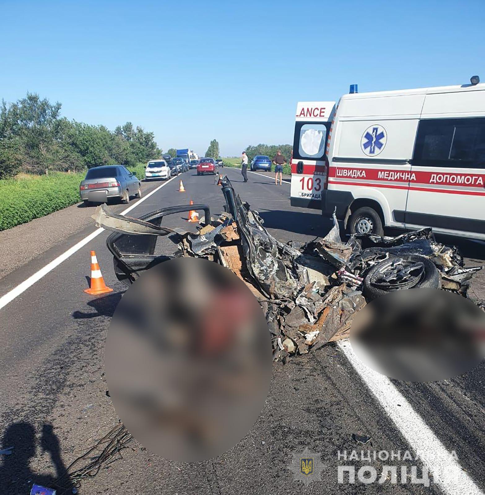 Під Запоріжжям фура розірвала BMW на частини, чотири людини загинули