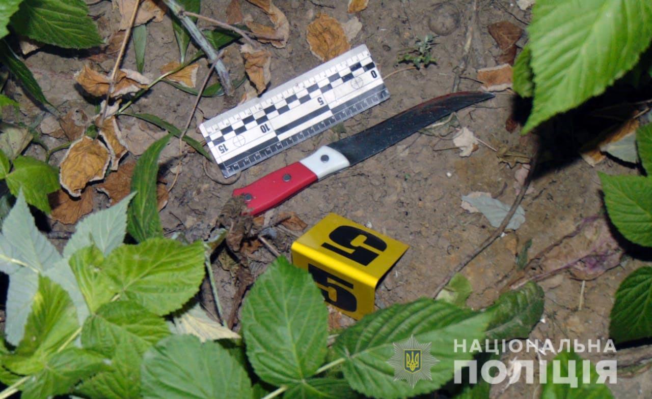 Вдарив ножем у груди і втік: у Чернівецькій області чоловік вбив дружину через ревнощі