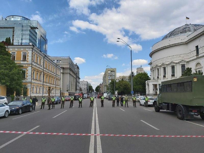 Захоплення банку в бізнес-центрі Леонардо в Києві – ФОТО і ВІДЕО