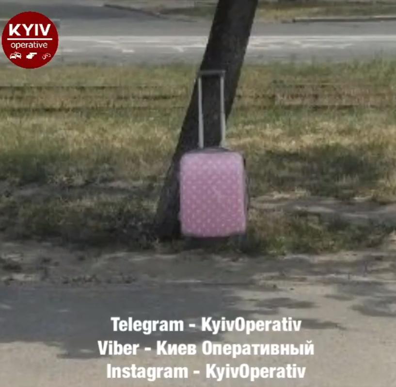 Перевіряють авто і валізу: в Києві два нових сигнали про замінування