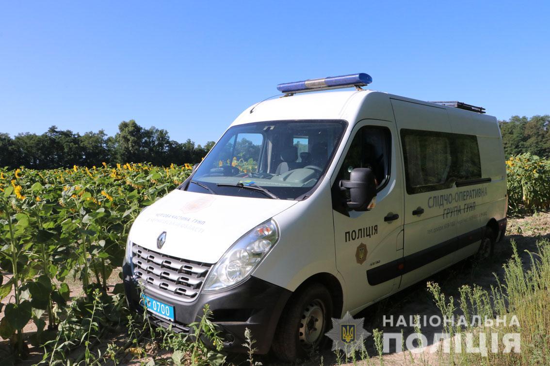 Окровавленное тело мальчика нашли в поле. На Черниговщине отец убил 8-летнего сына