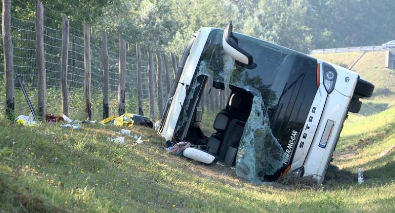 ДТП в Угорщині: автобус з 46 пасажирами злетів у кювет