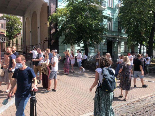 Вибори в Білорусі: що відбувається під посольством у Києві