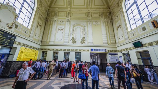 Укрзалізниця відновлює поїзди з Києва до Івано-Франківська та Чернівців