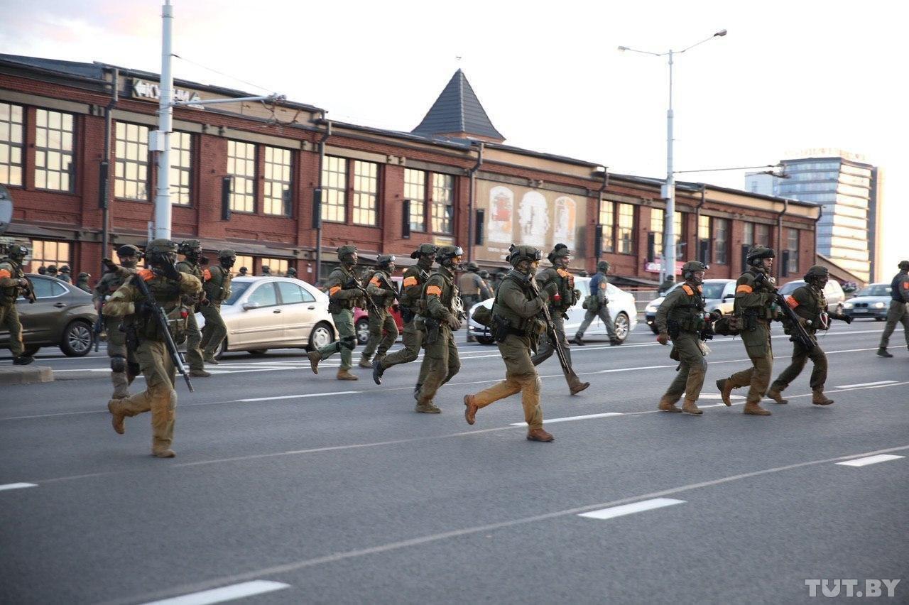 Протести у Білорусі: стрілянина у центрі Мінська