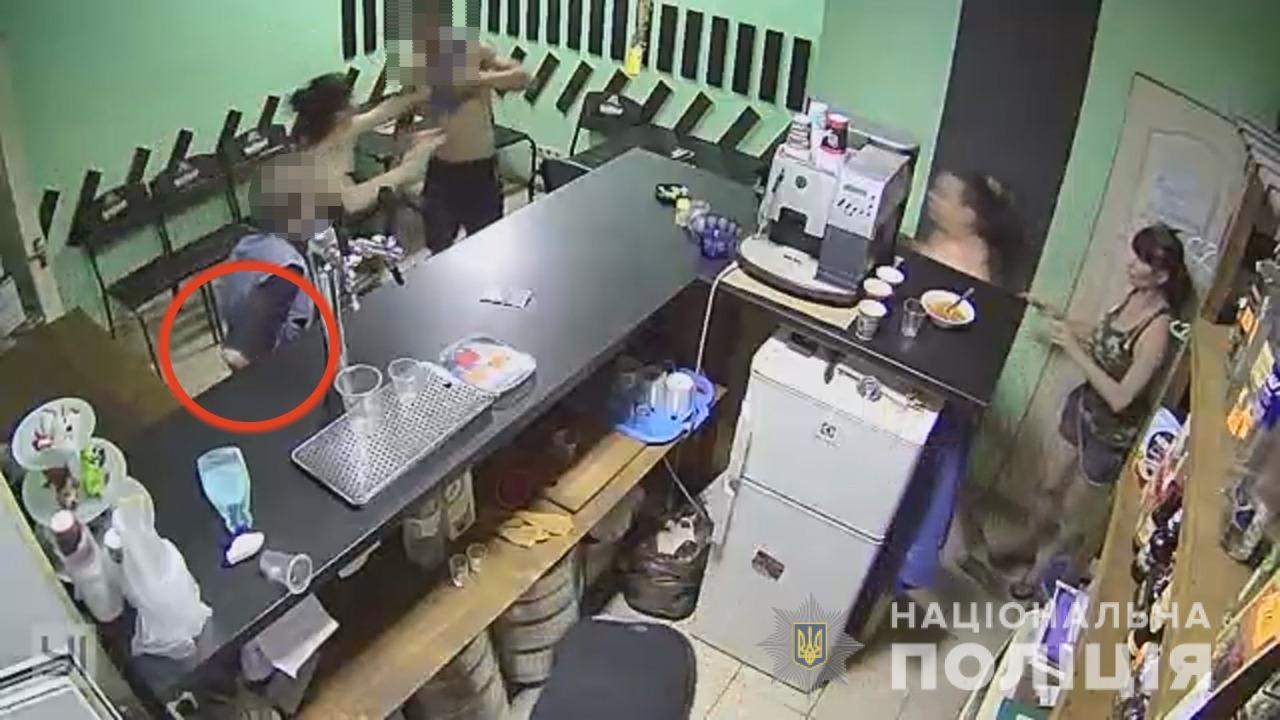 В Одесі ревнивець побив у кафе 58-річного чоловіка, але той повернувся з ножем