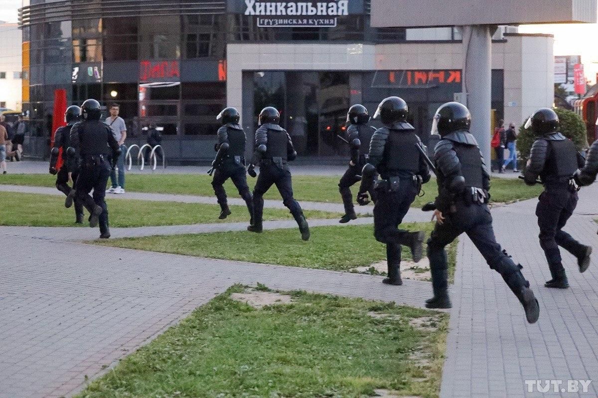 Протести у Білорусі - день третій фото: TUT.BY