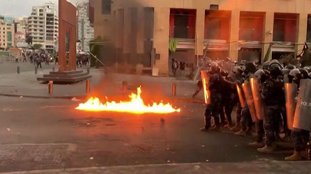 Протести після вибуху у Бейруті: люди вимагають відставки президента