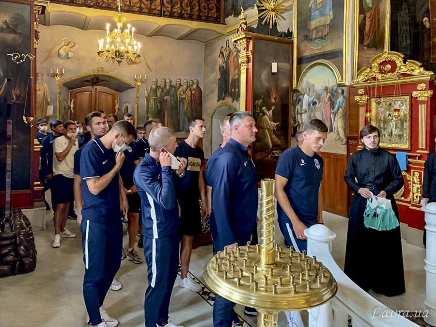 Футболисты Десны в Лавре у Павла