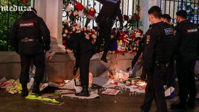 Московська поліція розтоплатала меморіал біля посольства Білорусі
