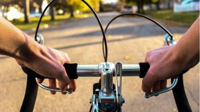 Запідозрили у крадіжці: у Рівному патрульні підстрелили велосипедиста