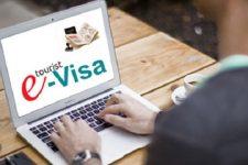 Кабмин сократил сроки оформления е-визы и снизил ее стоимость
