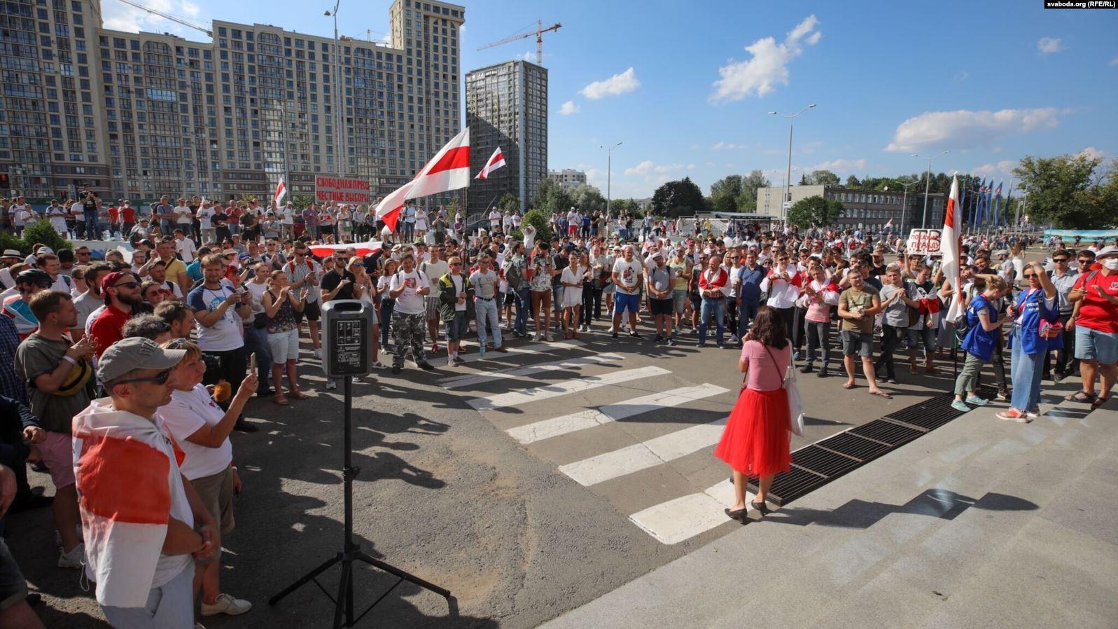 Протести в Білорусі: працівників Белтелерадіокомпанії не пускають до будівлі ТРК