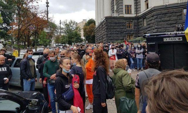Мітинг під Кабміном: хто зібрався і що вимагають