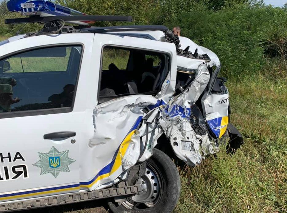 Біля Білої Церкви фура протаранила авто патрульної поліції