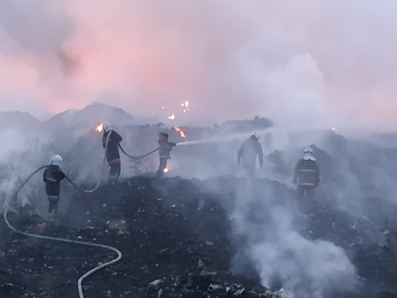Масштабна пожежа на сміттєзвалищі у Полтаві