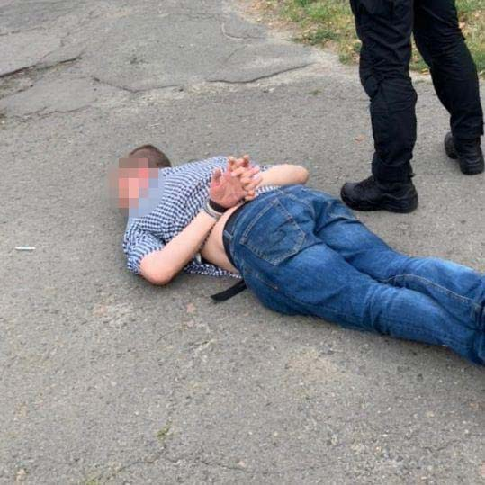 У Києві поліцейський з пістолетом Януковича продавав наркотики
