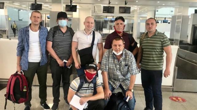 Українські моряки повернулися з піратського полону