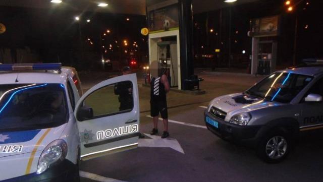 На АЗС у Києві чоловік погрожував підірвати гранату