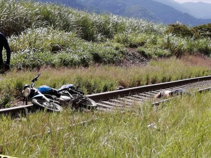 Лежав на залізничних рельсах: у Мексиці журналісту відтяли голову