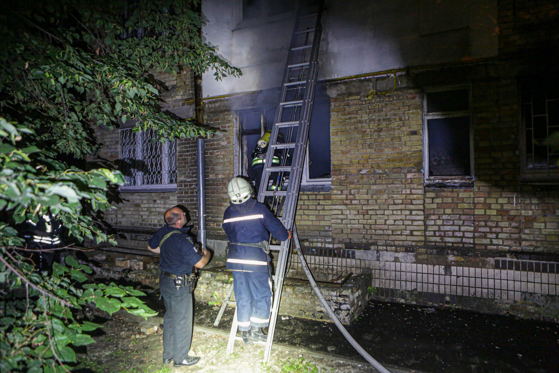 Пожежа у житловому будинку Києва – перші подробиці та фото