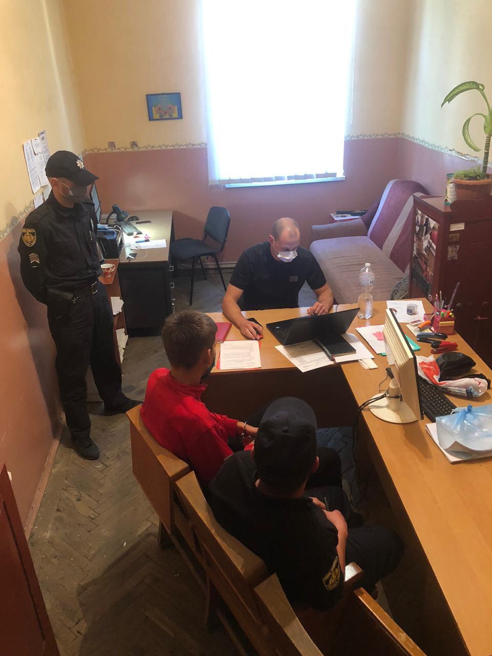 Во Львове парни жестоко избили двух пенсионеров: один погиб, другой в коме