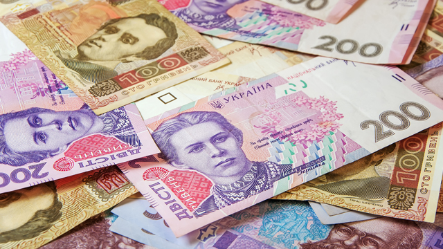 Середня зарплата в Україні за рік зросла на 1,6 тис. грн – де платять найбільше