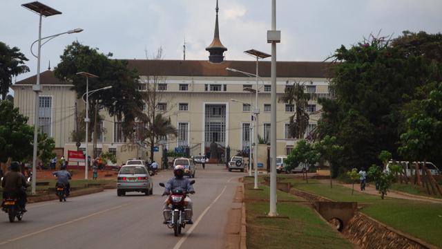 В Уганді 22-річний хлопець приніс до парламенту закривавлену голову дитини
