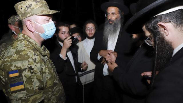 Чому хасиди застрягли на кордоні і як це вплине на відносини України та Ізраїлю