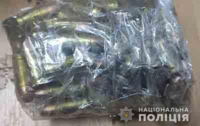 Збут вогнепальної зброї: у Криму спіймали групу осіб