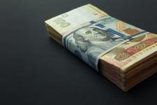Гривня ослабла в обмінниках: яким буде курс валют до кінця року