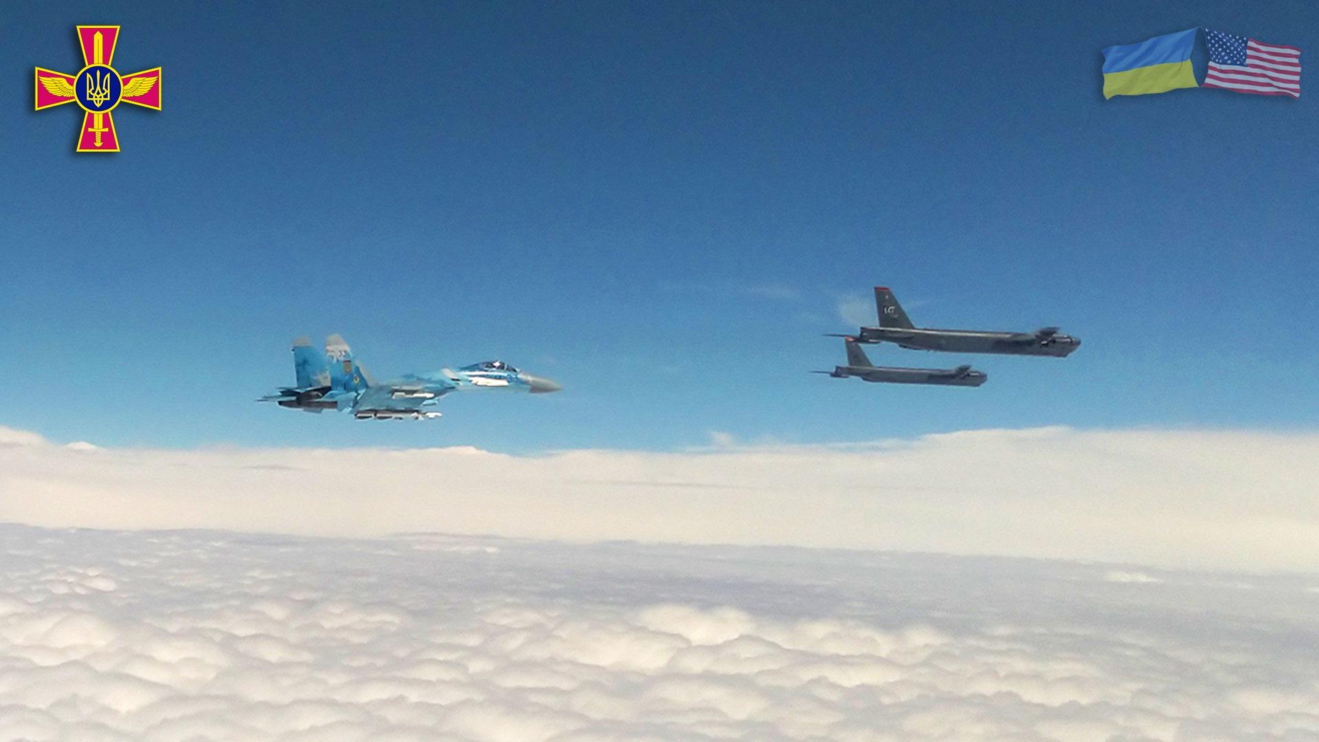 Конвертоплани США CV22B пролетіли над Києвом у рамках навчань