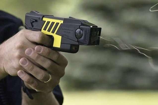 Поліція отримають на озброєння електрошокери