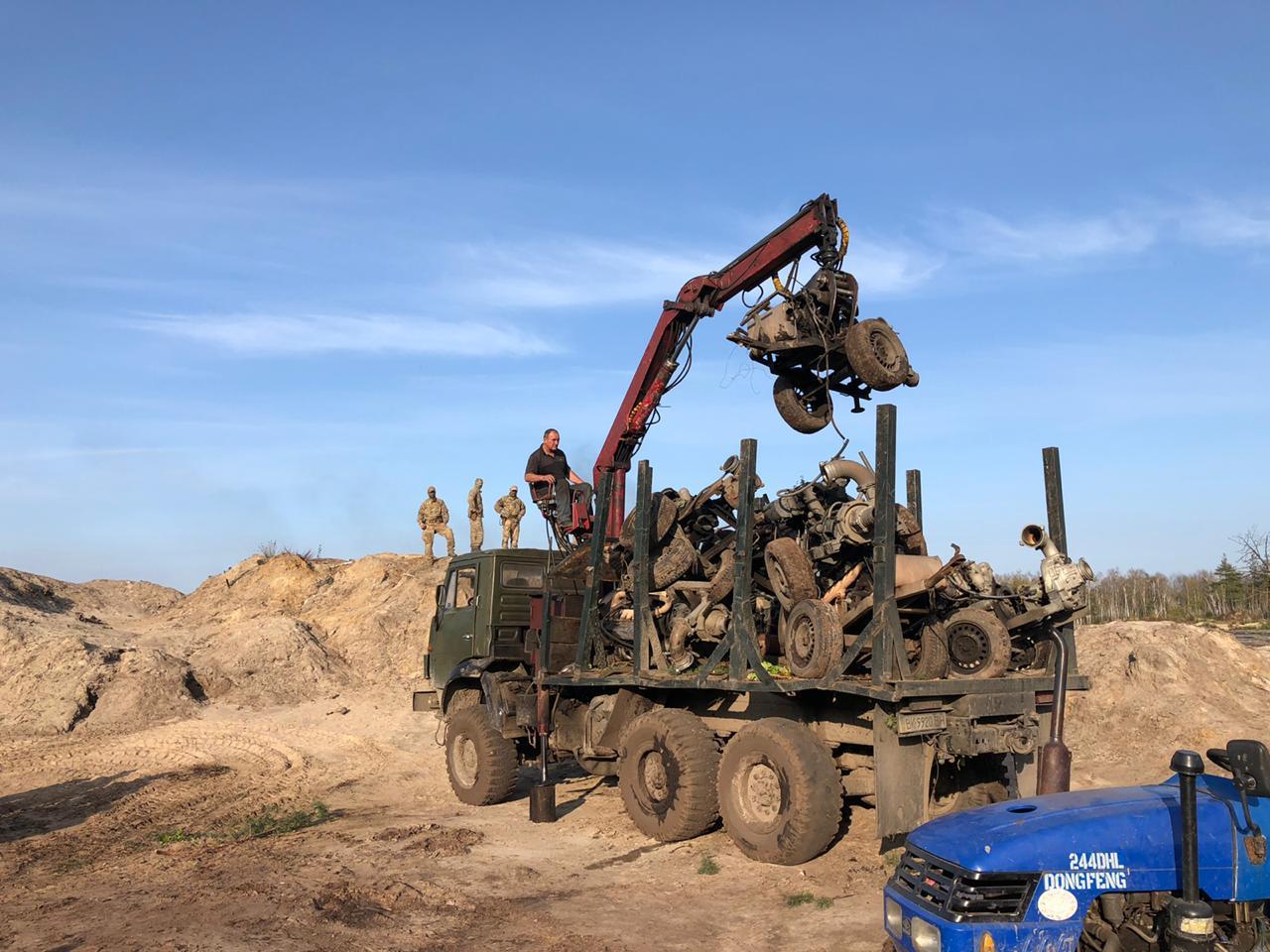 Вилучили понад 20 кг каменю: на Рівненщині викрили незаконний видобуток бурштину