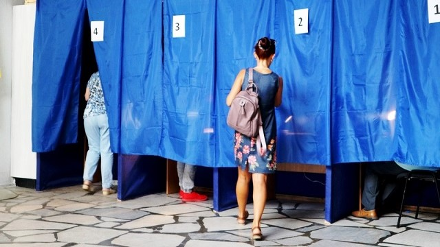 Зміни з 1 жовтня: місцеві вибори та виведення грошей з обігу