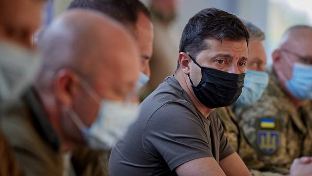 Дякую військовим за витримку: Зеленський провів нараду з питань ТКГ