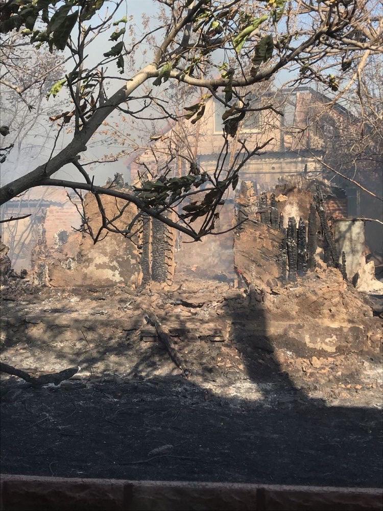 Пожар под Харьковом: горит сухостой, огонь повредил жилые помещения