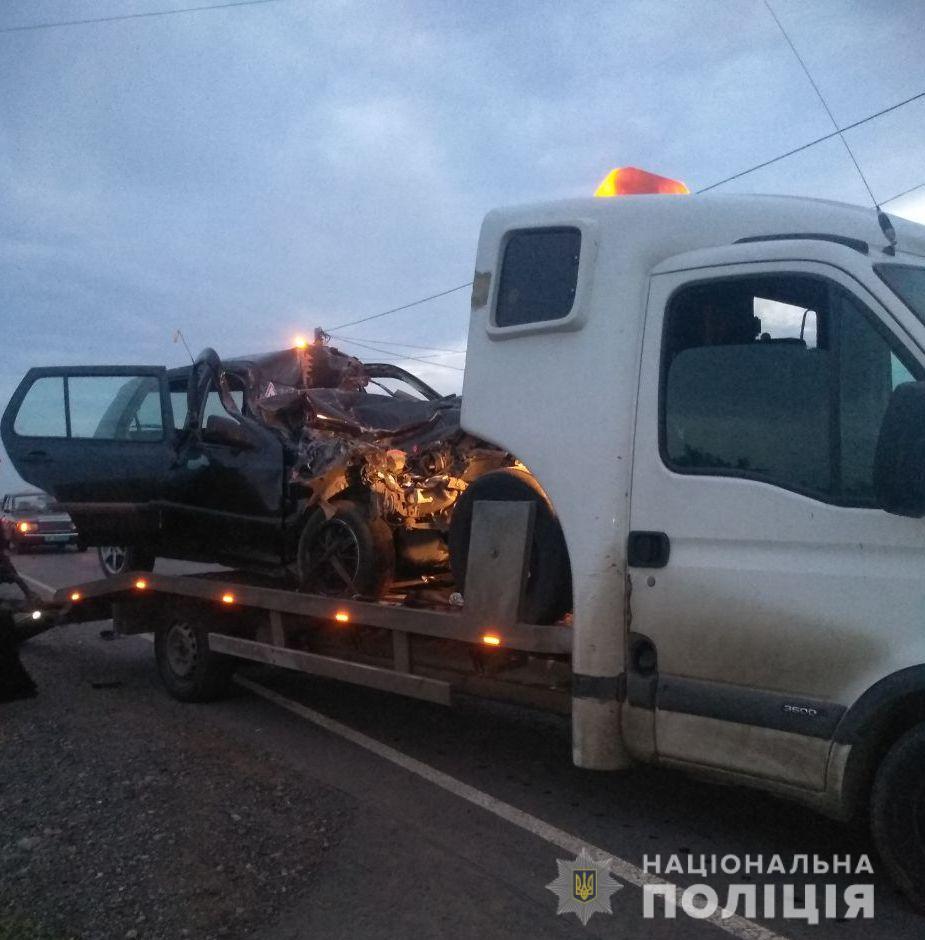 ДТП на Одещині: легковик влетів у вантажівку