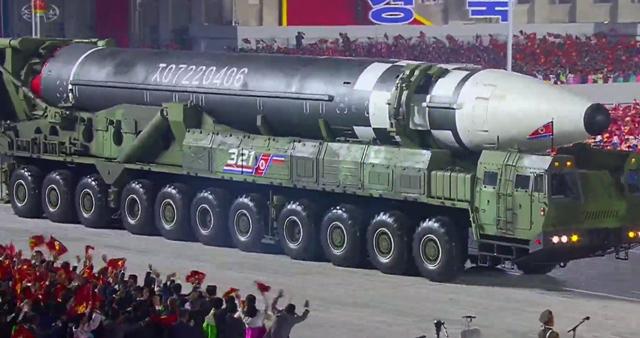 З побажаннями міцного здоров'я: в КНДР представили надважку балістичну ракету