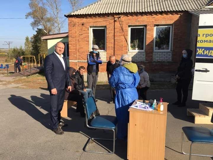 Місцеві вибори 2020: під Харковом політик безкоштовно тестував на Covid-19
