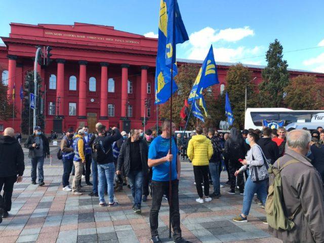 У столичному парку проходить хода на честь Дня захисника України