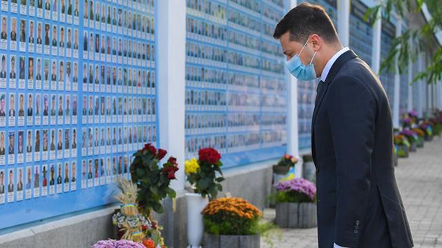 День захисника України: Зеленський вшанував память загиблих воїнів