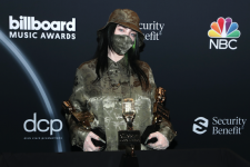 Маски та порожній зал: як пройшла премія Billboard Music Award