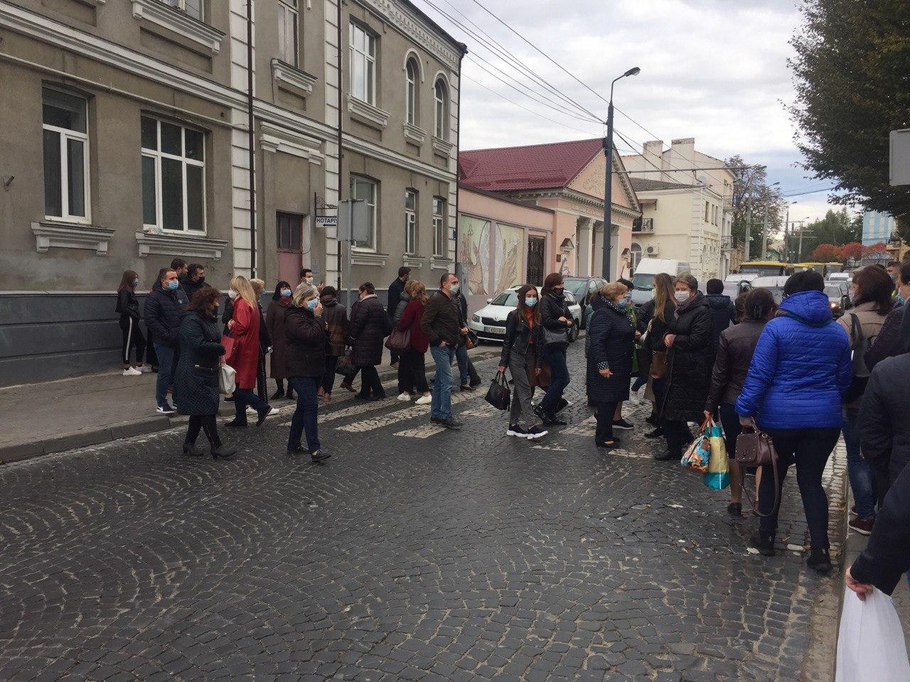 У Луцьку в пологовому хочуть зробити шпиталь для хворих на Covid-19 – медики вийшли на протест