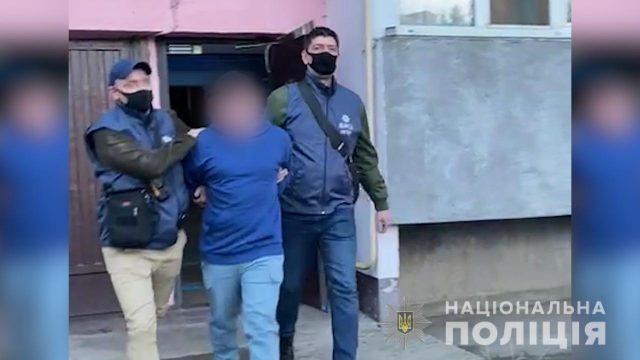 В Киеве мужчина снимал и распространял детское порно
