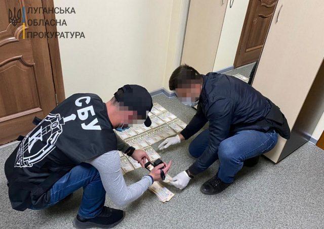 Заместителя мэра на Луганщине поймали на взятке
