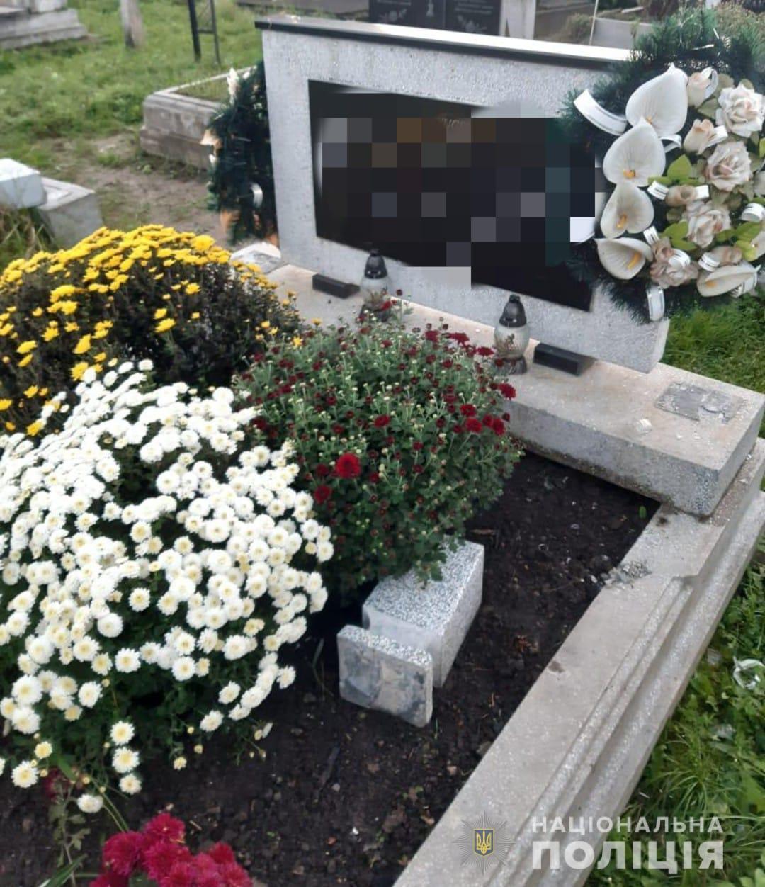 Самому младшему 9 лет: на Закарпатье трое парней разрушили более 20 могил